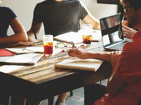 Meeting (c)pixabay.com/StartupStockPhotos